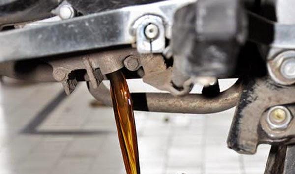 Mengganti Oli Motor