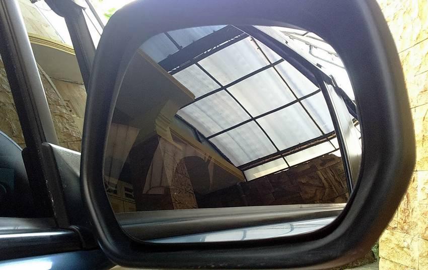 Merawat Kaca Spion Mobil